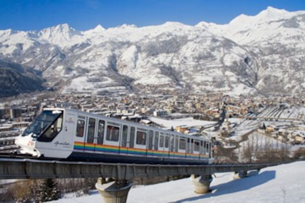A funicular train runs between Bourg St Maurice railway station and Arc 1600, in 7 minutes.