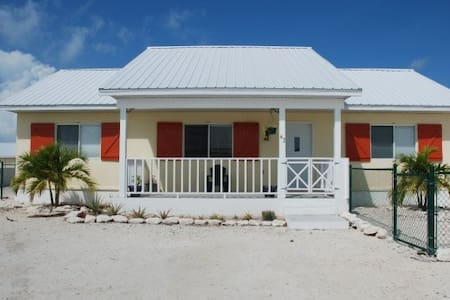 Double Room in Blue Hills - Providenciales - House