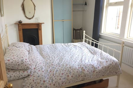 Bright and comfortable double room - Bristol - Dom