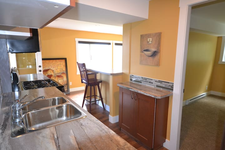 Peaceful setting 2 minutes to all amenities - West Kelowna - Appartement