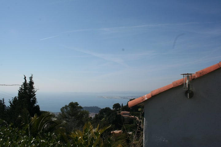 Dominant view house on Nice with winter jacuzzi