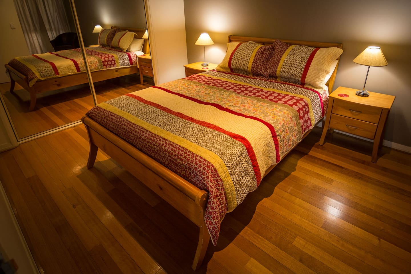 Cosy master bedroom with queensize bed and built in robes