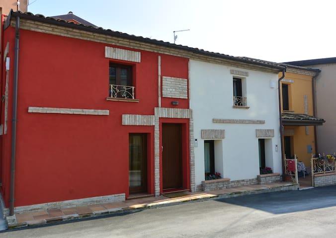 Caratteristica casetta del borgo-RN - San Giovanni In Marignano