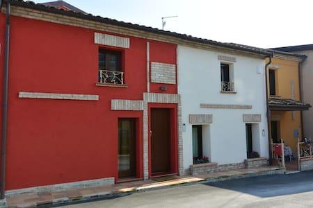 Caratteristica casetta del borgo-RN - San Giovanni In Marignano - Huis
