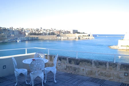Duplex suite, Valletta views - Senglea