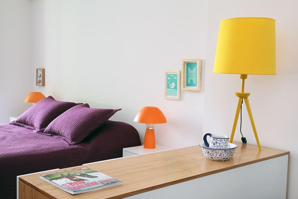 Recámara con cama queen size/ Bedroom with queen size bed