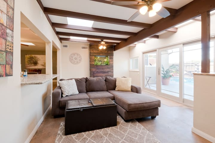 Sparkling Pool Oasis in Central location - San Diego - Rumah