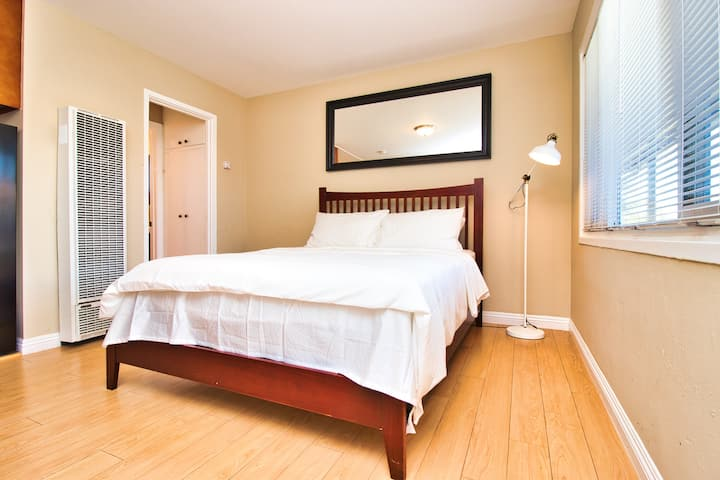Book Instantly!Studio Close to Kaiser WIFI Parking