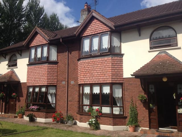 Single Room - Westbury - House