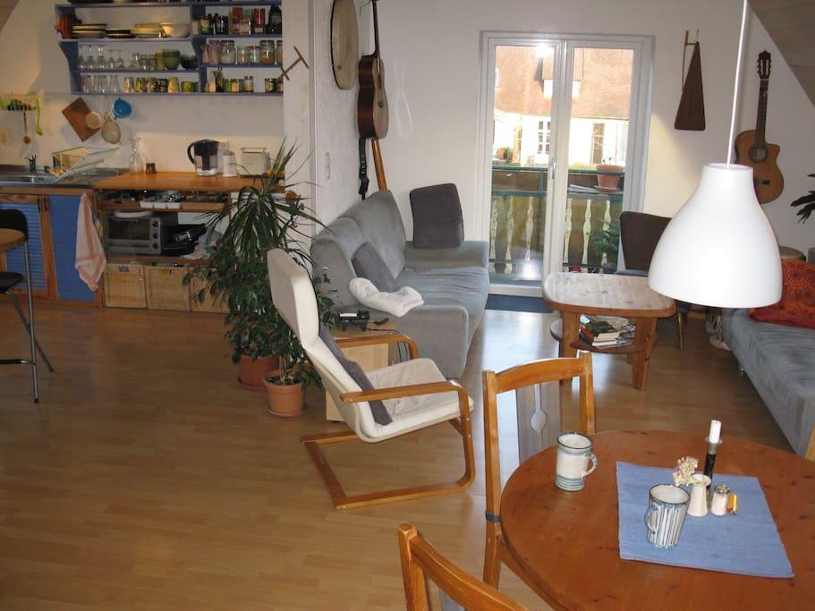 Wohnküche mit Balcon/Living room/kitchen with balcony
