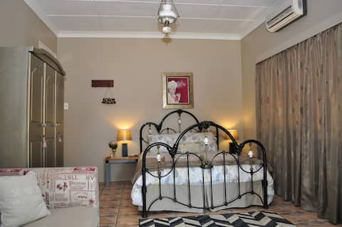 Country Self Catering House in Midrand, sleeps 8