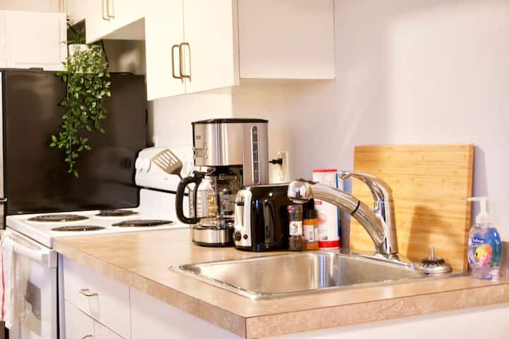 NEW Fully Furnished  Cozy Studio  Downtown  Parking  Coffee  Location