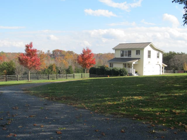 The Woodhaven Farm Carriage House - Scottsville - House
