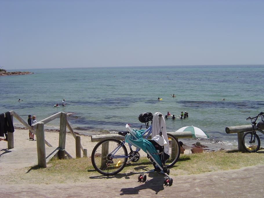 Old Dunsborough Beach five minutes walk away, safe swimming with a shark net and a swimming pontoon.