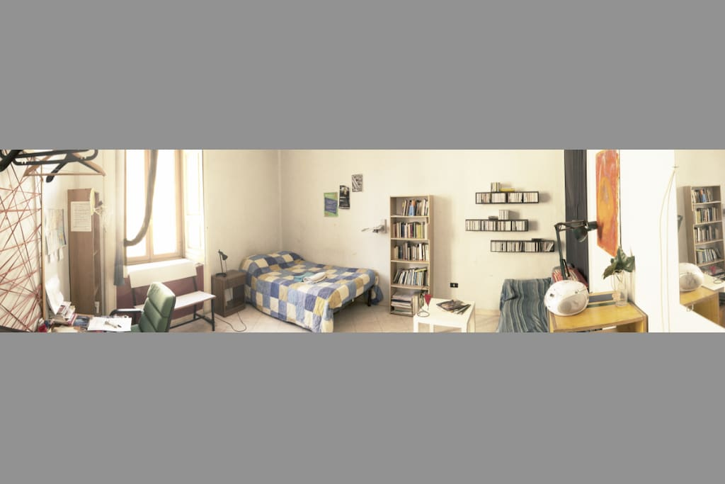 Photo composition of the full size of the room (4,5m X 5,5m)
