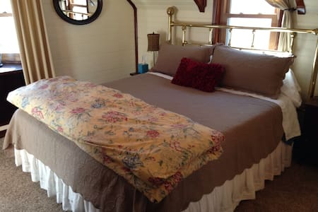 Downtown King suite on a budget one - Glenwood Springs - Bed & Breakfast