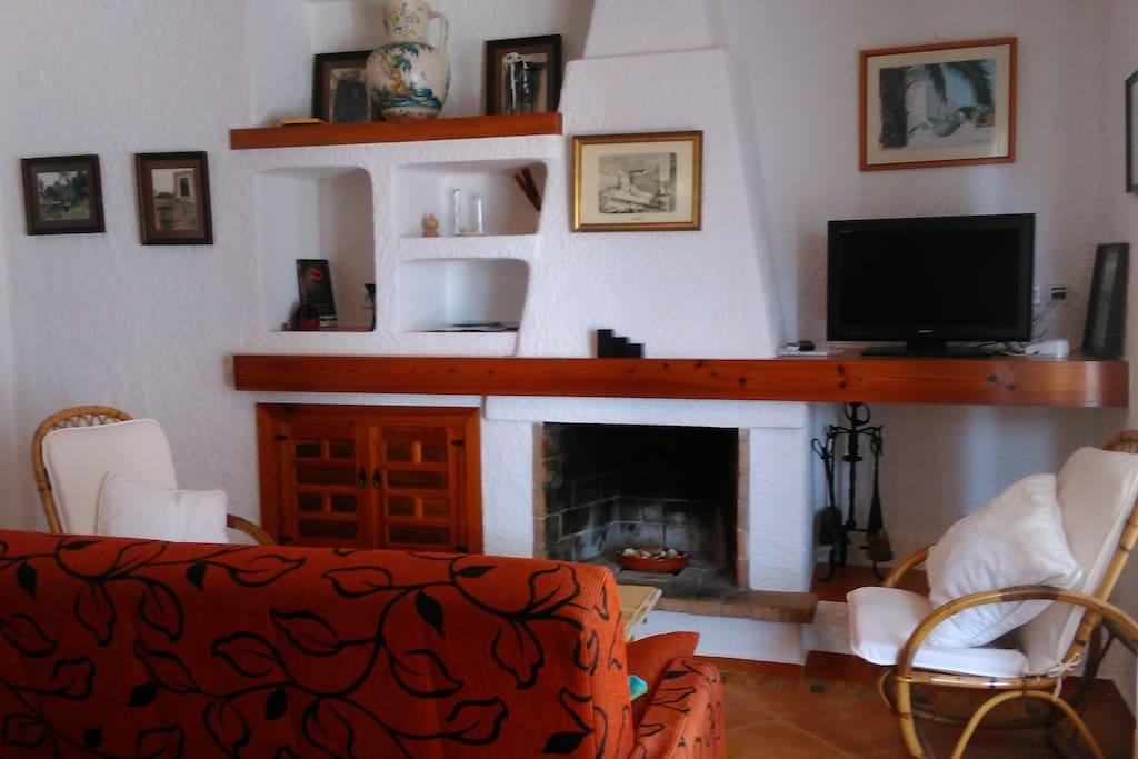 Sala de estar con television