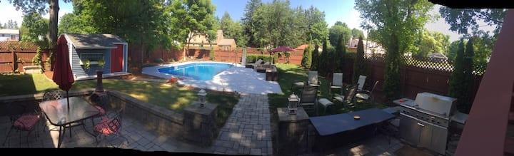 Saratoga Oasis! Heated Salt water Pool & Hot tub!!
