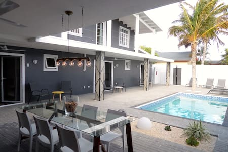 Studio MyColours WALKING distance to Eagle Beach - Oranjestad