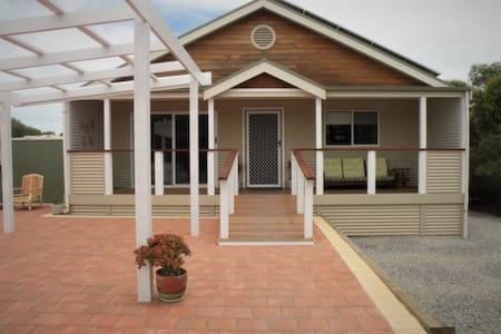 Aldinga Bay Bungalow Retreat - Sellicks Beach