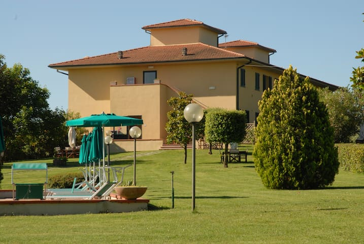 Best 1 bd apt in Tuscany with a view @ Agriturismo