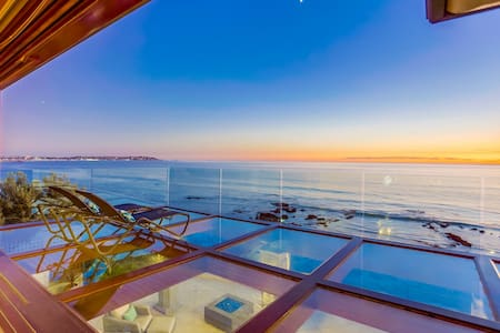 Luxury OCEANFRONT home with Pool & Hot Tub! Panoramic views of the Ocean!