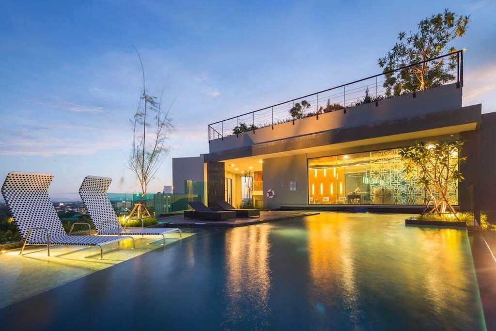 屋顶泳池rooftop swimming pool