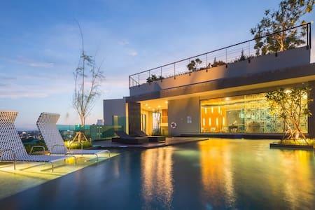 Astra市中心精品公寓套房,Great location,quality suite 近长康路夜市