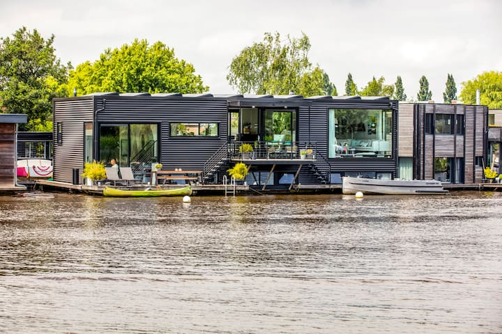 Design houseboat | watervilla 6P near Amsterdam