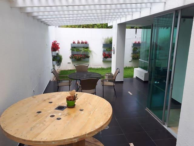 Hermoso Departamento con Jardin y Terraza Cumbaya