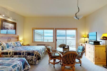 Lakefront studio w/ bay views from private balcony, shared dock & boat slip