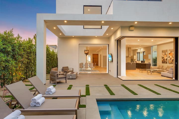 Modern Melrose Mansion