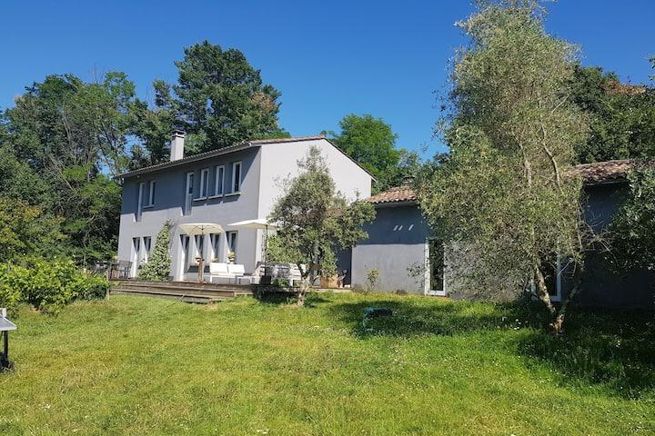 Grande Maison au calme à 15 minutes de Bordeaux