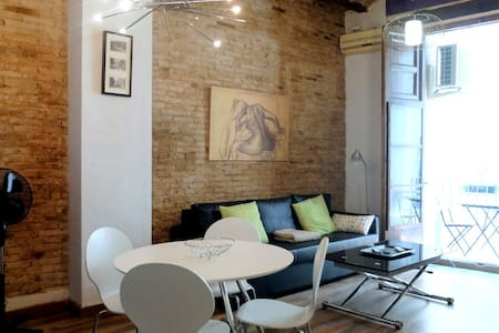 Gorgeous Apartment with Original Features! - València