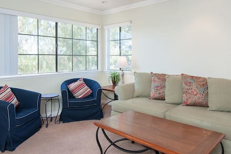 Cozy Condo, lots of natural light! - Oceanside