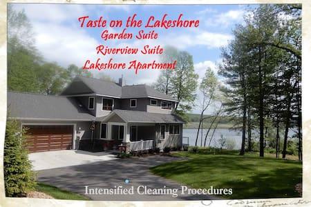 TASTE ON THE LAKESHORE Riverview Suite w/breakfast