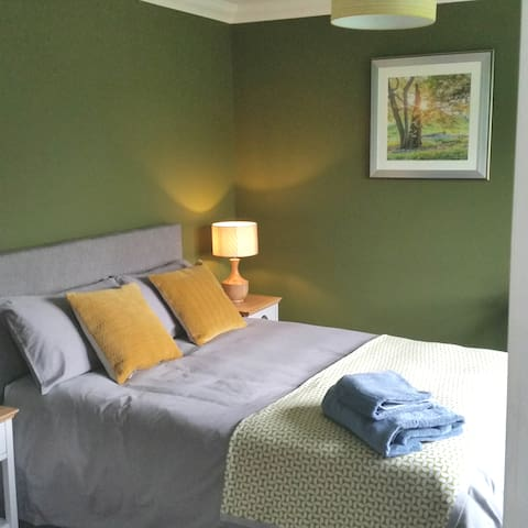 Double room with en-suite Williton