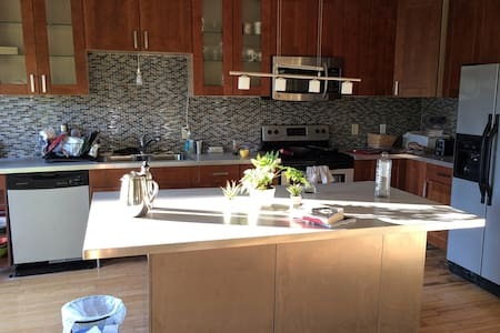 3rd fl BR, Good Location, Morning Coffee - Providence - Apartemen
