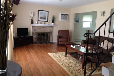 Newley Renovated House - West Babylon - House