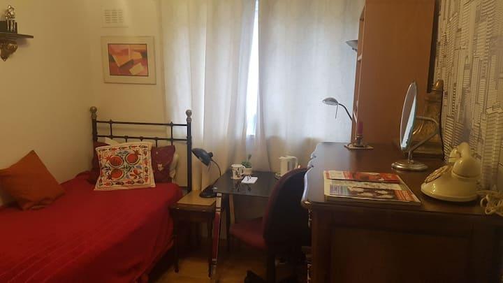 *THE ART STUDIO - SPACIOUS CITY CENTRE SINGLE ROOM