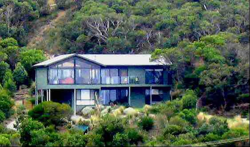 Great Ocean Road Beach Haven with OCEAN VIEWS