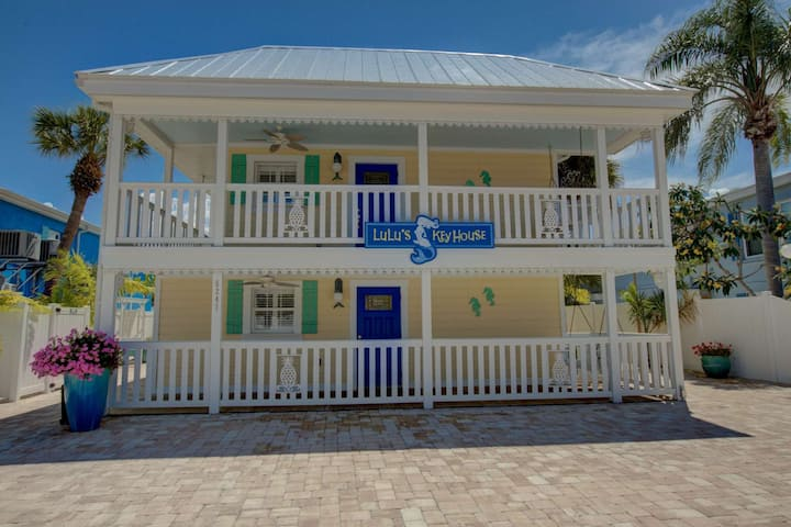 LuLu's Leatherback Walk to Beach & Village, Heated Pool, WiFi, Barbecue Station, Patio, Laundry