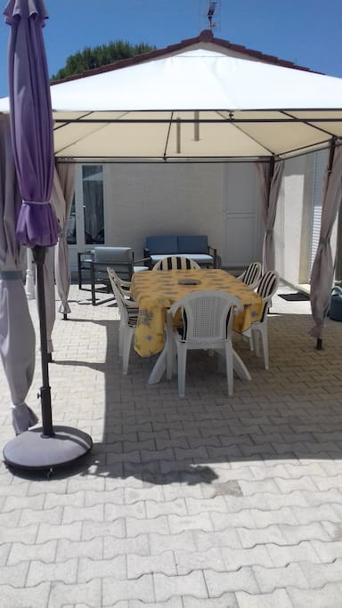 La terrasse avec son salon