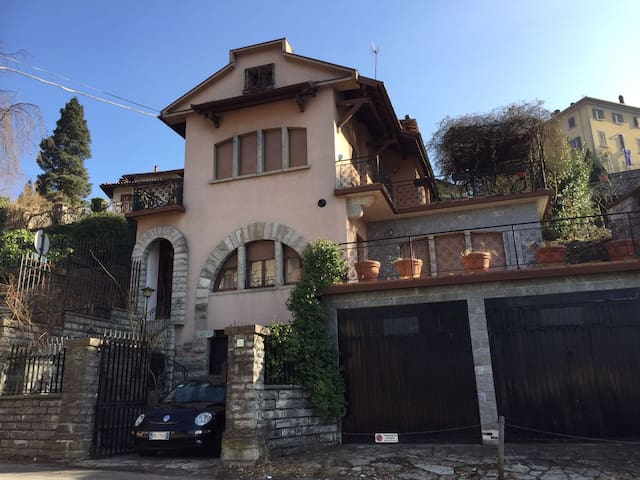 Entire Romantic Villa Lake Como - Como - Rumah