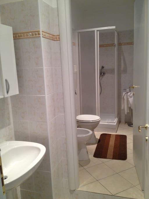 uno dei 2 bagni