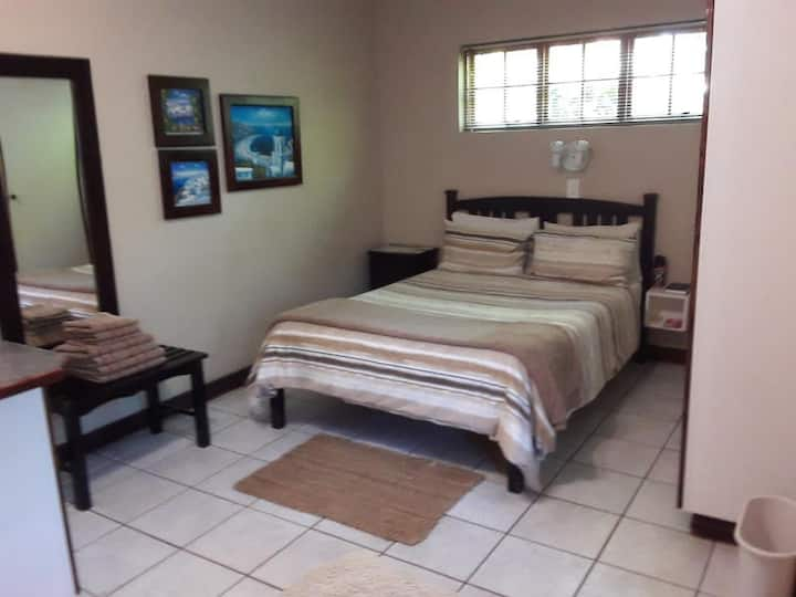 Double Bed & 2 Single Beds (4)
