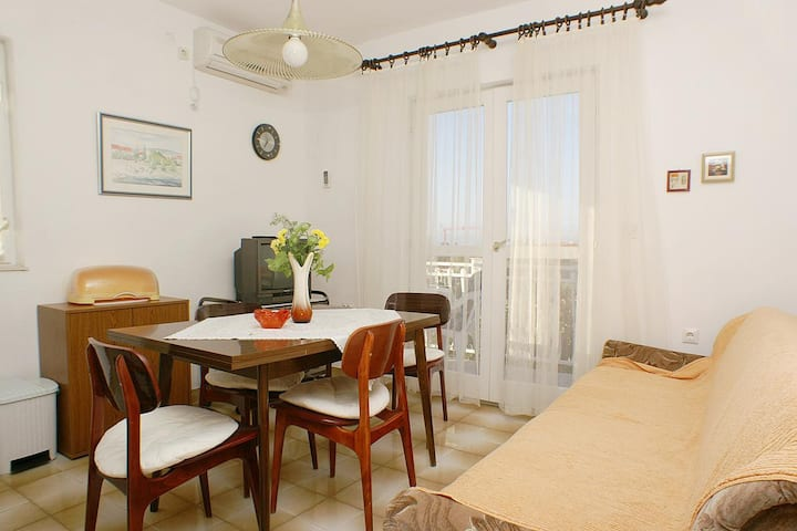One bedroom apartment with balcony and sea view Mirca, Brač (A-730-b)