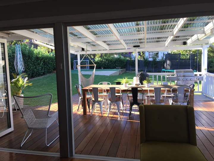 Coastal style family cottage - 10 mins from Manly