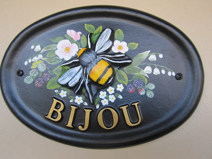 'Bijou' - Self Catering Basement Flat