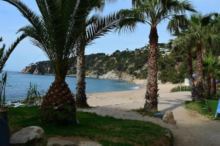 Casa Estel - con playa de uso exclusivo de residentes en Tossa de Mar
